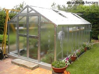 Začíname so skleníkom. Tipy a rady ako získať z vašej záhrady ešte viac.