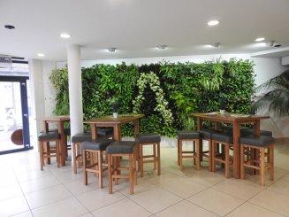 Nová éra v designe interiéru – zelené steny a živé obrazy